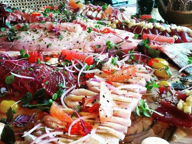 ארוחת דגים על יאכטה
